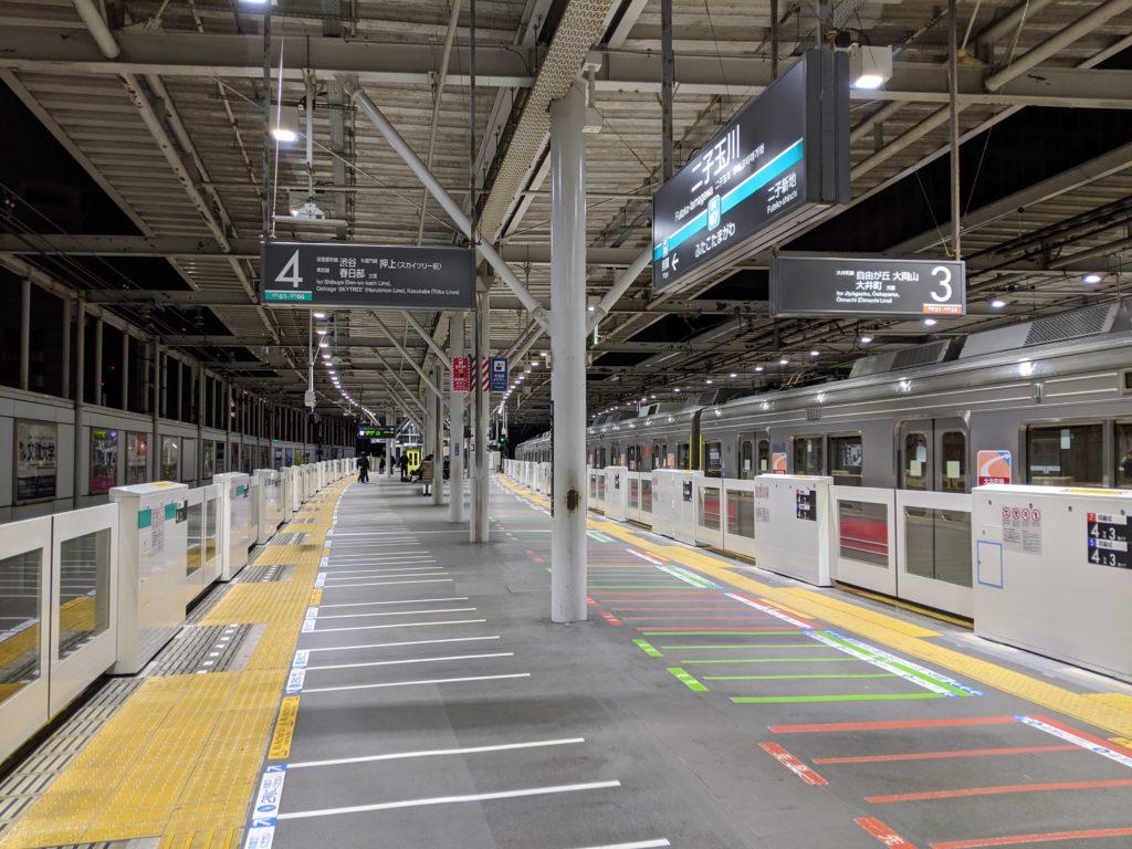 元旦始発前の二子玉川駅ホーム2