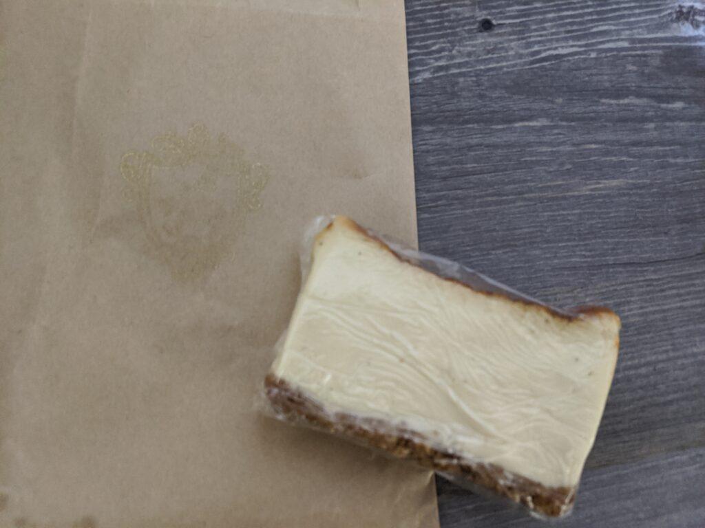 バール ア フロマージュ スーヴォワルのチーズケーキ1ピース